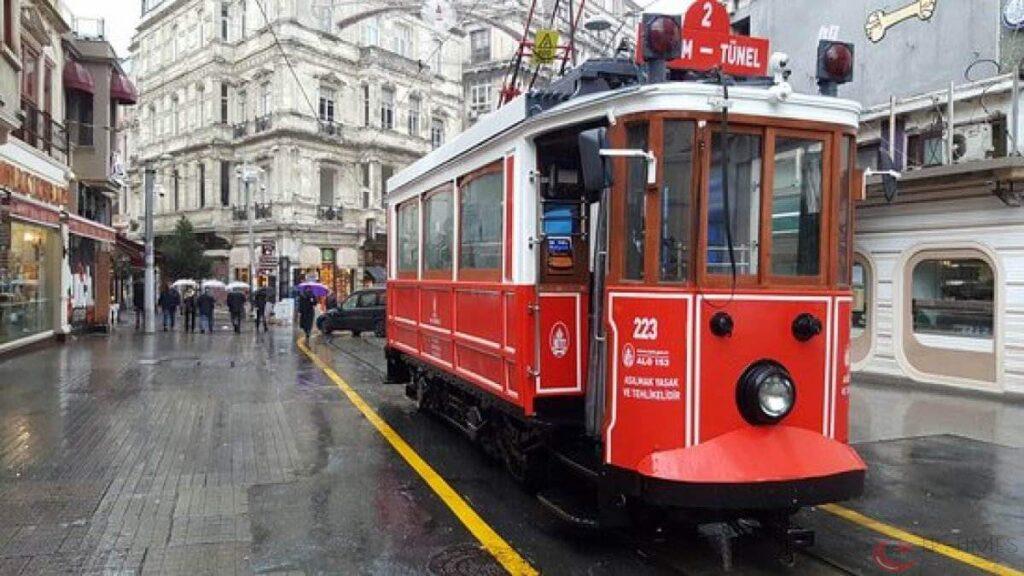 السياحة في إسطنبول شارع الإستقلال