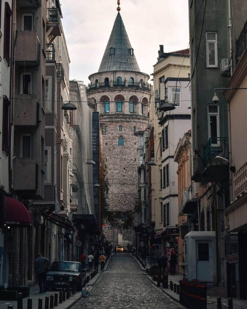برج غلاطة من شوارغ مدينة إسطنبول
